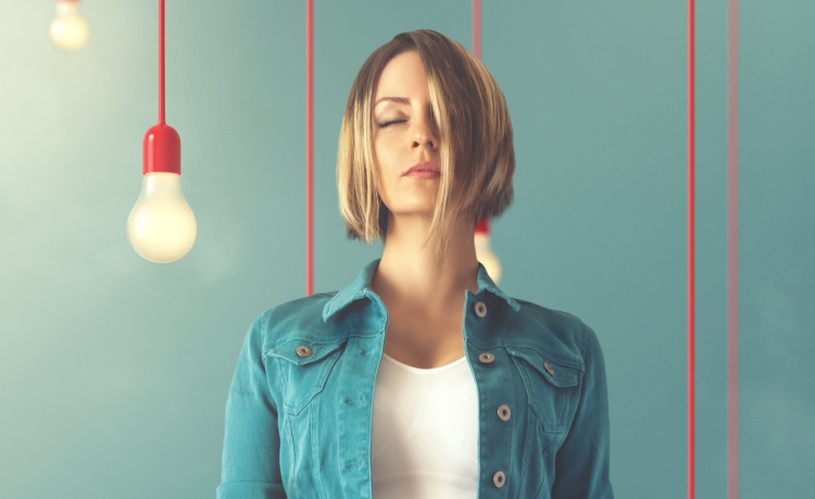 shutterstock_201564593 (cropped woman jeans red light bulbs)