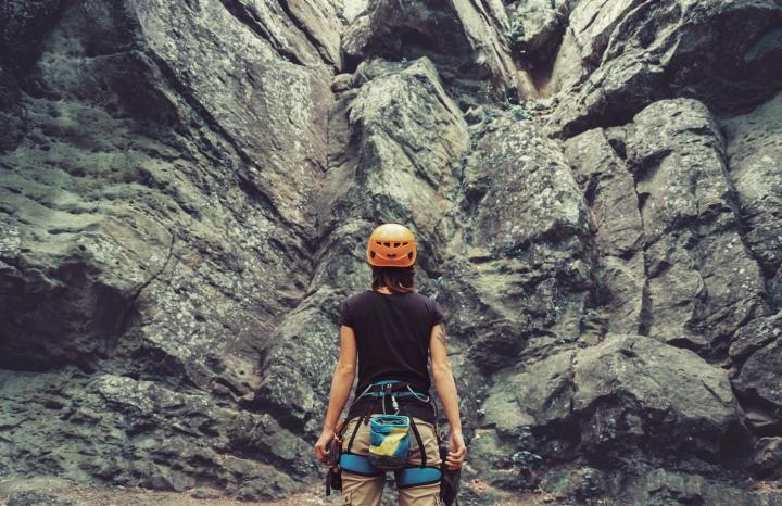 shutterstock_279619349 (rock climbing)